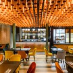 Restauracja Koneser – wnętrze rozświetlone blaskiem Indii